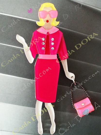 broche femme fantaisie la parisienne rose framboise ecrasee en plexi accessoires lunettes rose fluo boutons strass roses