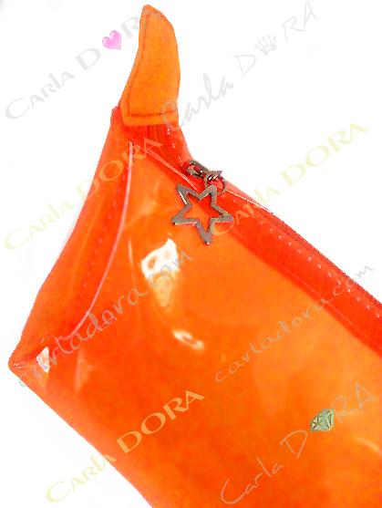 trousse a maquillage vinyle glossy femme transparent et fluo, pochette en vinyle transparent fluo
