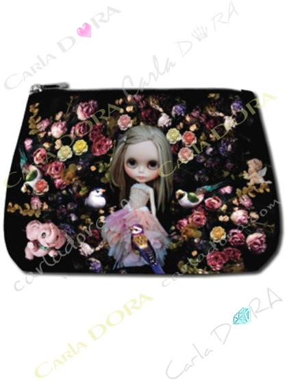 trousse de beaute poupee tapis de roses, trousse a maquillage poupee fleurs roses