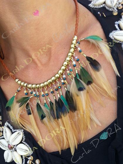 collier ras de cou fantaisie plumes et cristal, bijou collier femme hippie chic