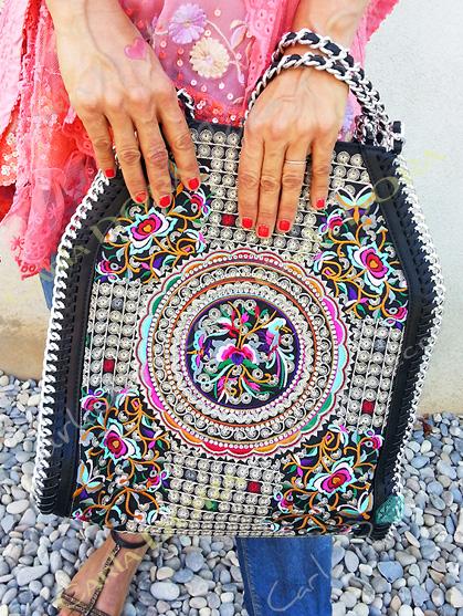 sac a main ethnique broderies multicolores borde chaine argent