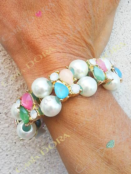bracelet perles de culture 2 rangs et cabochons multicolores fermeture aimantee