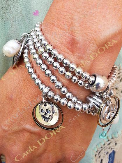 bracelet argent 4 rangs pendeloques tete de mort peace & love