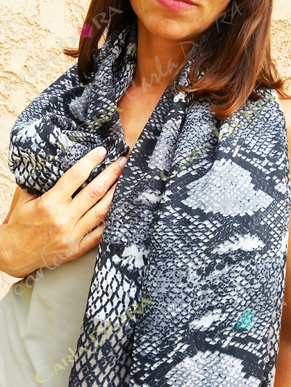 foulard python foulard serpent gris
