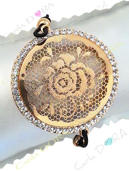 bracelet fleur ciselee arabesque doree, bracelet fleur rose au centre or et strass