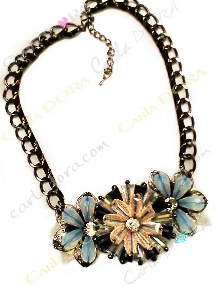 collier ras du cou cristal bleu laiteux irise et beige- bijou femme cristal elegant et chic
