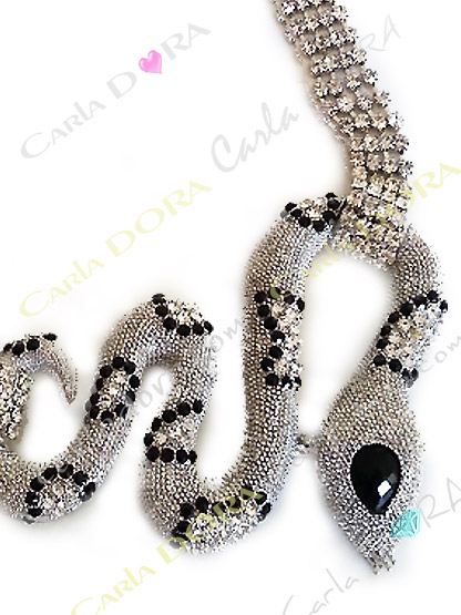 collier fantaisie ras du cou serpent argent et strass, collier semi rigide maille metal