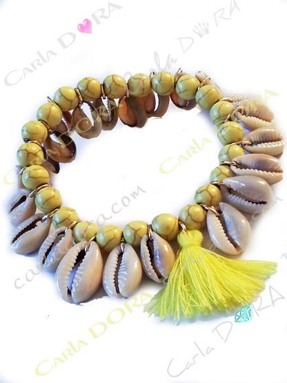 bracelet femme elastique coquillage perles jaunes et pompon