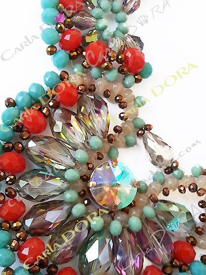 collier ras du cou cristal bleu turquoise beige rouge et transparent irise- bijou femme cristal elegant et chic
