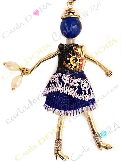 sautoir poupee robe bleue brodee paillettes