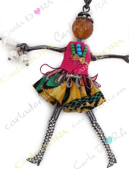 sautoir bijou poupee tissu motif azteque, sautoir poupee articulee exotique