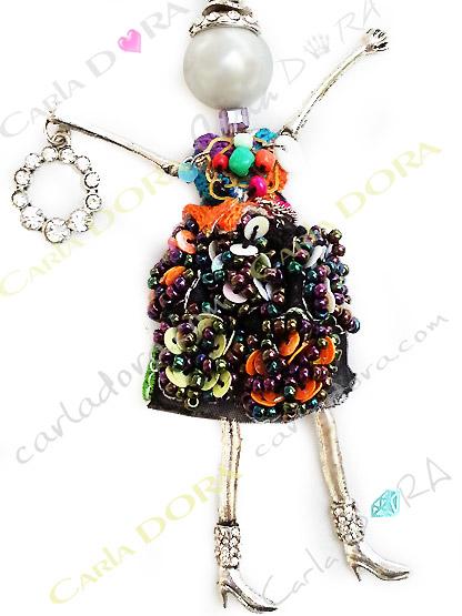 charm poupee sautoir multicolore perles paillettes, charm poupee sautoir poupee a la mode