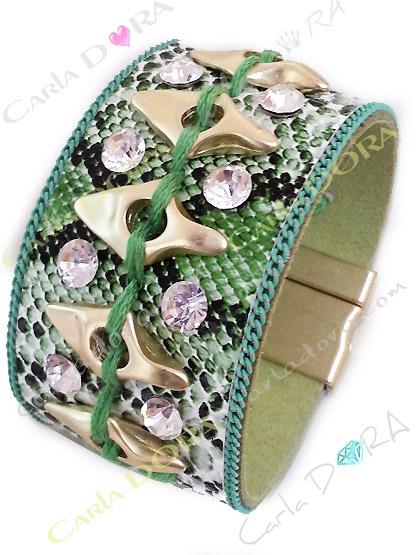 bracelet femme manchette python vert metal dore platine et strass blancs, bracelet imprime serpent chic strass