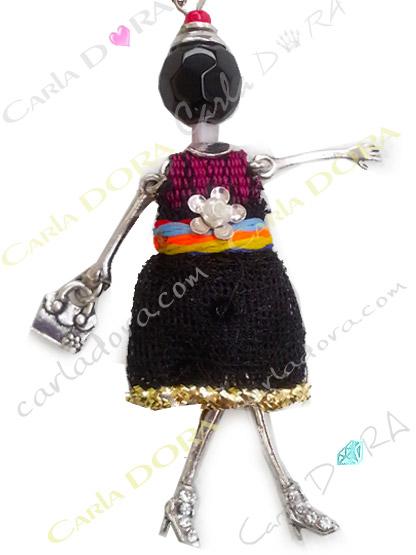 sautoir mini poupee robe noire liseret or, poupee miniature bijou santoir