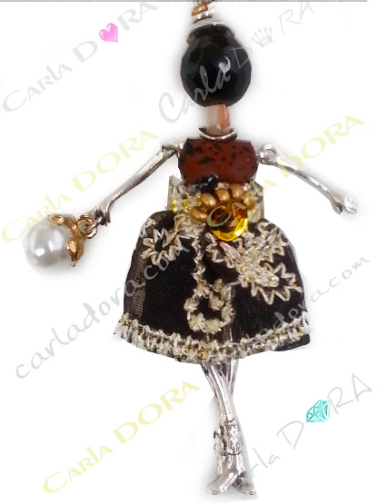 sautoir collier poupee miniature robe organza brodee