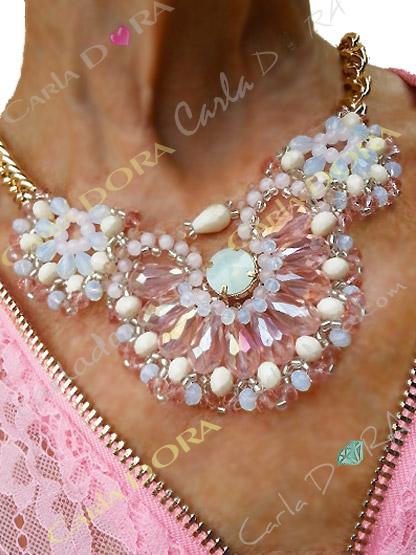 collier ras du cou cristal rose tendre et irise- bijou femme cristal elegant et chic