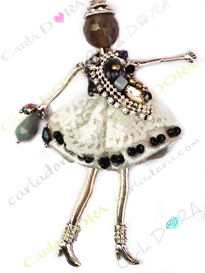 pendentif poupee avec sautoir dentelle et strass, pendentif fantaisie sautoir tendance poupee mode