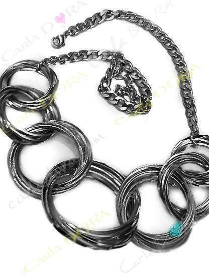 collier fantaisie gros anneaux argent noirci entrelaces, collier anneaux argentes