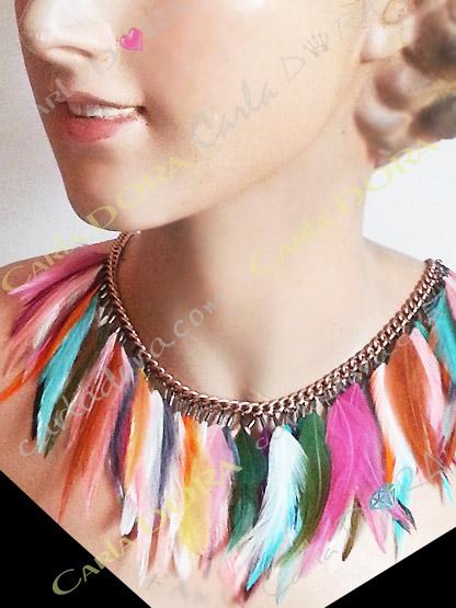 collier ras du cou pampilles plumes et strass, bijou collier femme hippie chic cabochons multicolores