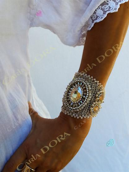 bracelet femme manchette metal maille perles et cabochon