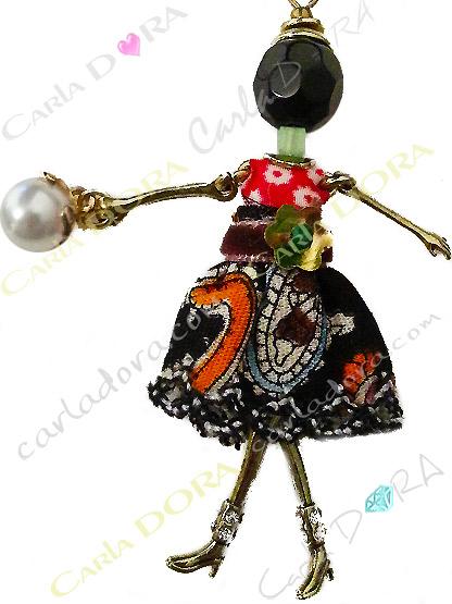 sautoir collier poupee miniature robe multicolore