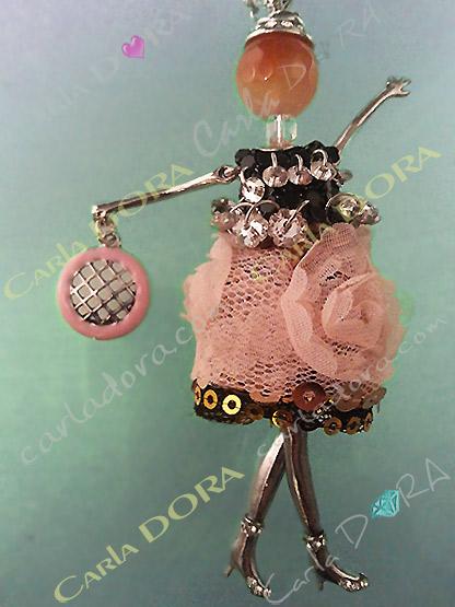 poupee bijou romantique robe dentelle vieux rose, collier fantaisie femme