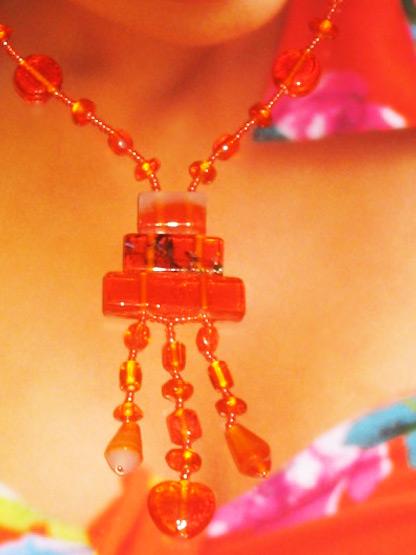 bijoux fantaisie collier pendeloques en perles de verre orange