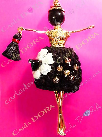 pendentif charms poupee articulee mannequin de mode robe fleur blanche, pendentif fantaisie sautoir tendance poupee mode