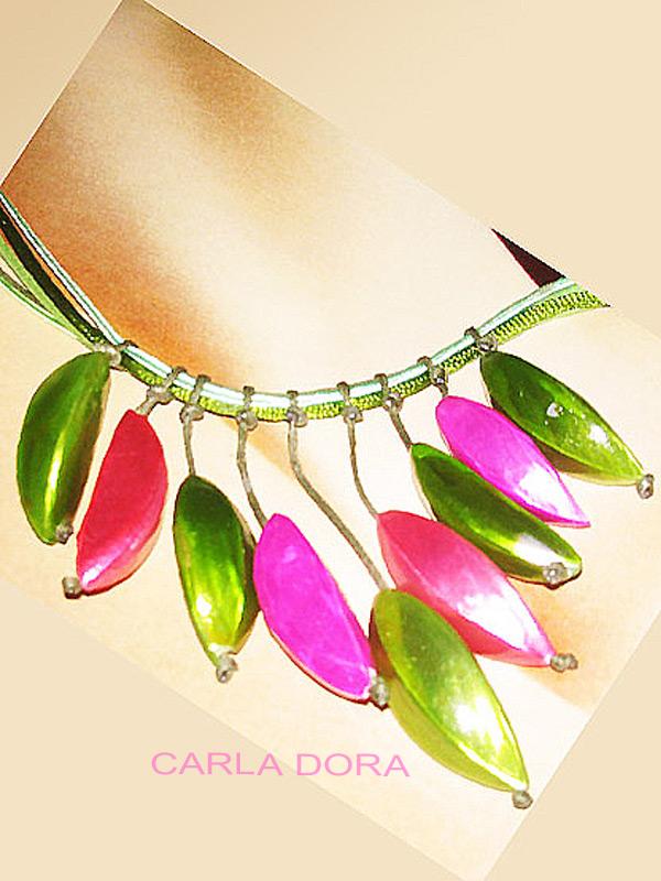 bijoux fantaisie collier ras de cou nacres vertes, corail et fushia