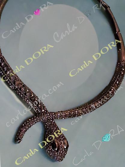collier fantaisie ultra chic tete de serpent   - bijou femme cristal elegant et chic tete de serpent