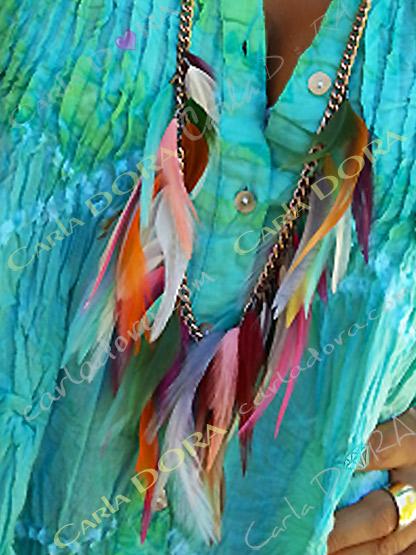 sautoir chaine plumes multicolores en pampilles, bijou sautoir femme hippie chic  longues plumes multicolores