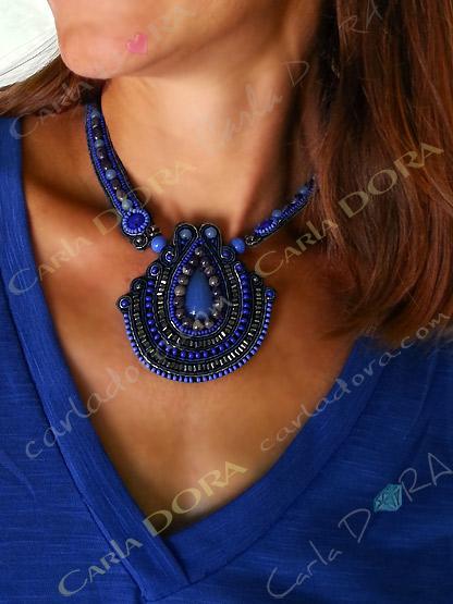 collier plastron fantaisie bresilien bleu et gris, ras de cou plastron bleu et gris