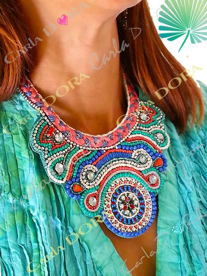 collier plastron femme chic, collier fantaisie plastron perles et cabochons ultra chic
