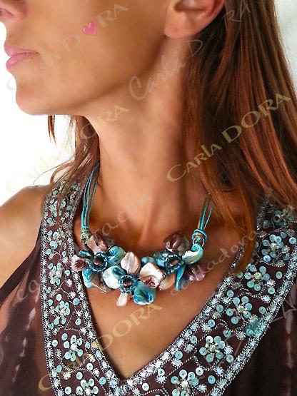 collier en nacre fleur bleu turquoise et chocolat