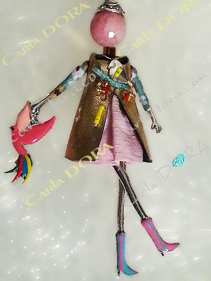 sautoir poupee robe rose oiseau a la main, collier sautoir poupee romantique