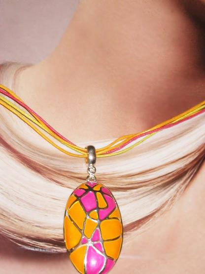 bijoux fantaisie femme collier pendentif ovale emaille jaune soleil et rose fushia