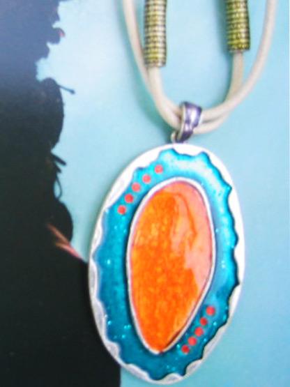 bijoux collier pendentif femme fantaisie ovale email emeraude orange