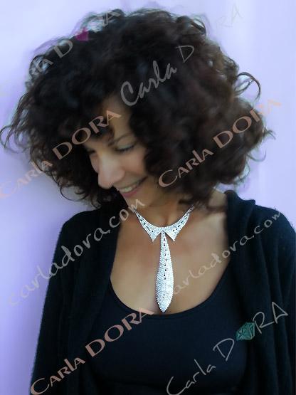 cravate bijou femme cristal elegant et chic, collier cravate femme ultra chic strass
