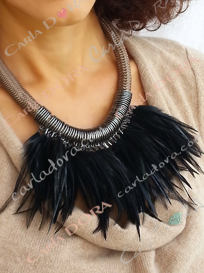 collier ras du cou pampilles plumes noires, bijou collier femme chic soiree plumes noires moirees