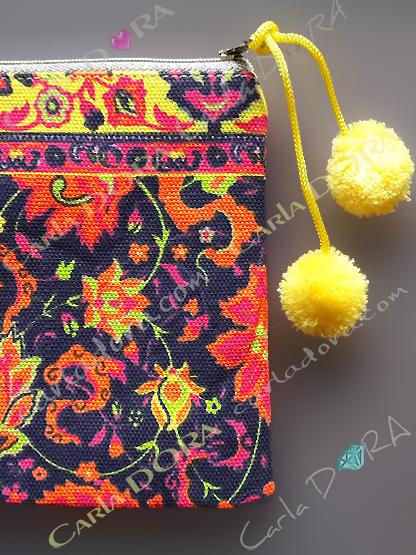 pochette femme graphique multicolore pompons, petite pochette pour femme mode