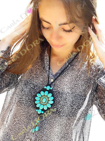 collier fantaisie sautoir couleur bleu pierres turquoises, collier artisanal crochet et pierres style turquoises