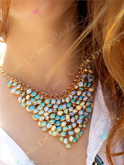 bijoux fantaisie collier pampilles pastels et strass, collier fantaisie femme ras de cou couleur pastel