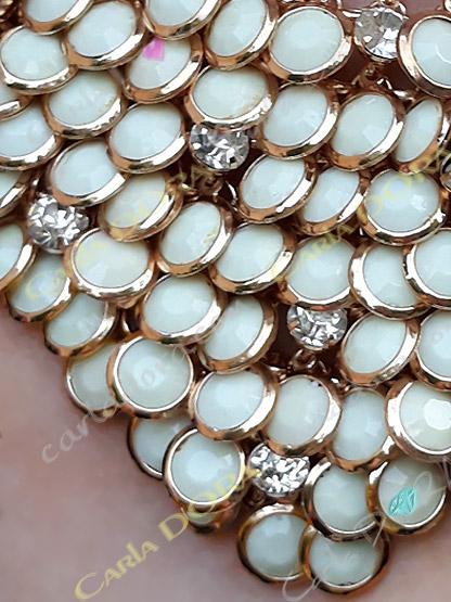 bijoux fantaisie collier pampilles couleurs vanille or et strass, collier fantaisie femme ras de cou couleur vanille