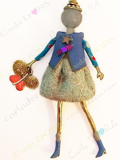 collier fantaisie charm poupee sautoir bleu fashion papillon a la main, collier sautoir poupee a la mode