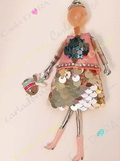 collier fantaisie charm poupee sautoir robe rose fashion, collier sautoir poupee a la mode