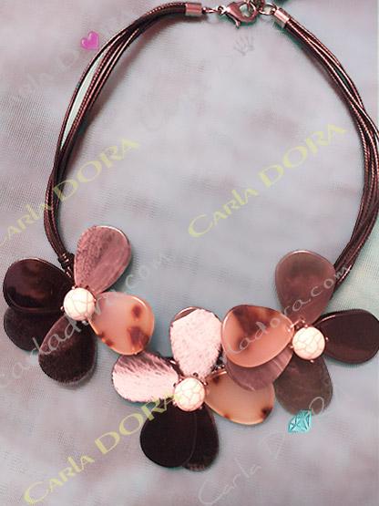 collier femme fleurs nacre beige et chocolat