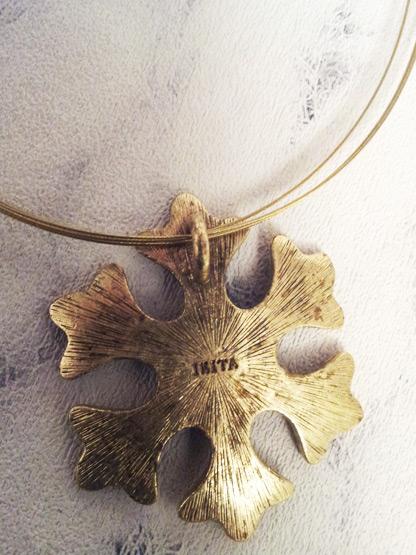 bijoux fantaisie femme collier flocon de neige emaille couleur coca