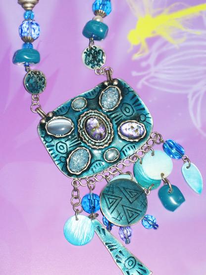 bijoux collier femme hippie chic pendeloques metal vieilli et nacre bleu turquoise