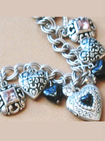 collier fantaisie femme pendeloques coeur argent et noir