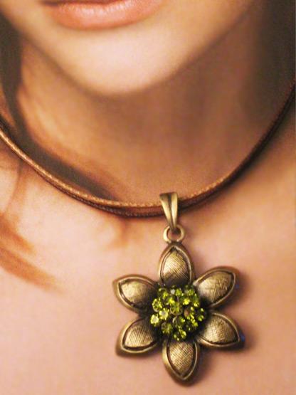 bijoux fantaisie collier femme pendentif fleur coeur strass